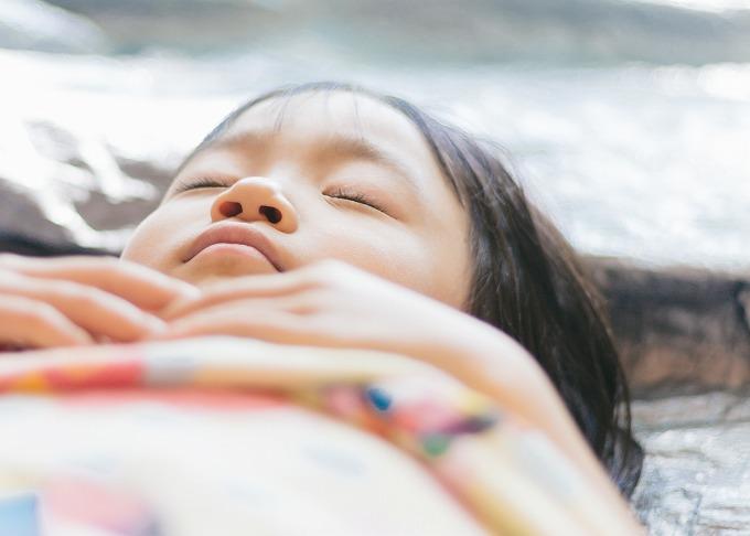オーリス 乗り心地 改善 子供の寝顔