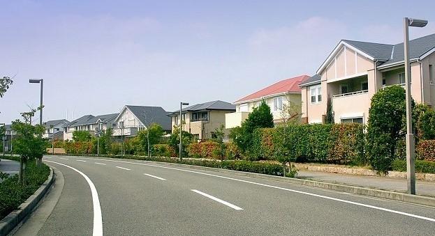 ノア ハイブリッド 高速 燃費 住宅街の道路