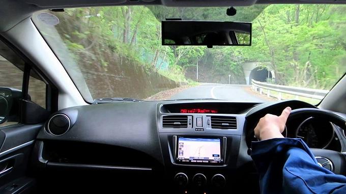プレマシー 3列目 乗り心地 運転