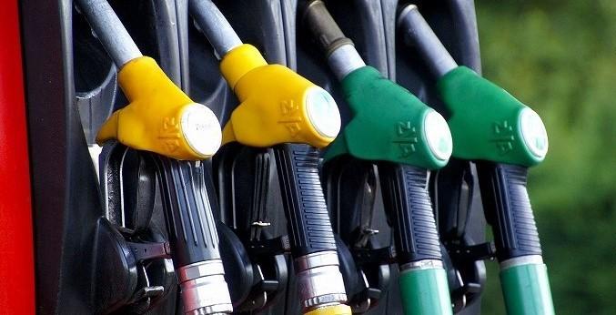 プリウス アルファ 税金 ガソリンスタンド