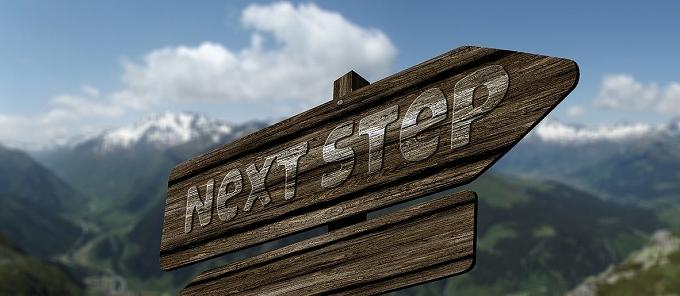 ヴェゼル 見積もり スマホ NextStepと書いた看板