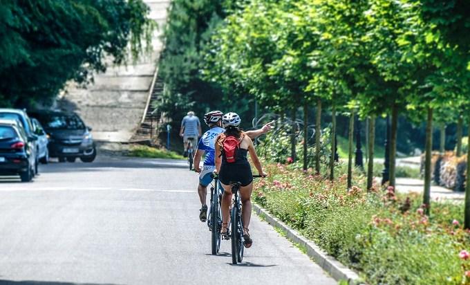 ウィリエール gtr 評価 サイクリングをしている男女