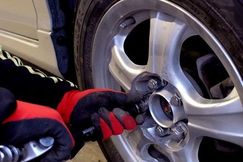オデッセイ タイヤ交換 やり方 ナット