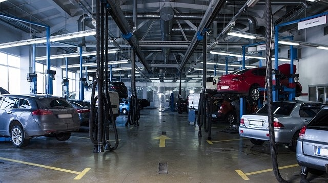 オデッセイ ヘッドライト交換工賃 修理工場