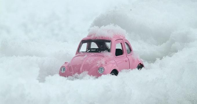 オデッセイ ハイブリッド 雪道 雪に埋まった車