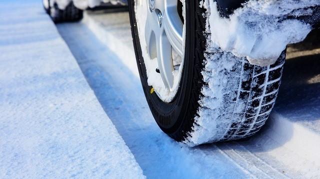 オデッセイ ハイブリッド 雪道 凍結した道路