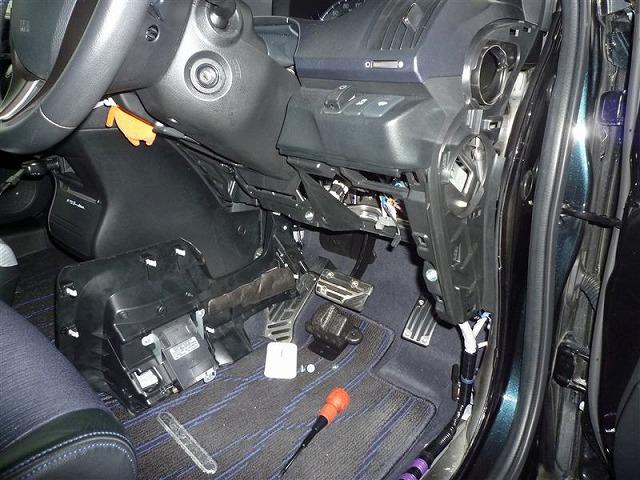 オデッセイrb3 エンジンスターター 取付 ヒューズボックス周辺パネル裏