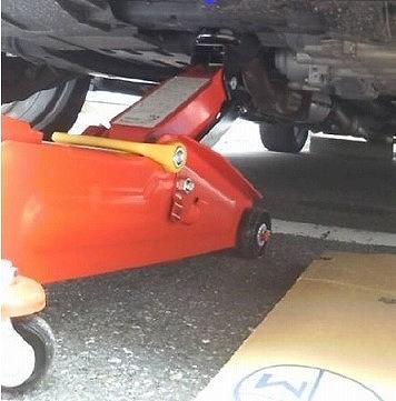 オデッセイ タイヤ交換 やり方 ジャッキアップ
