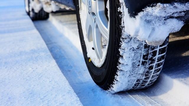 オデッセイ スタッドレス インチダウン 雪道と車