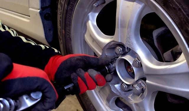 オデッセイ ホイール ナットサイズ タイヤ交換