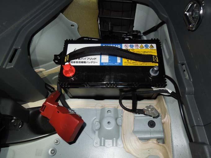 プリウス 補機バッテリー 交換 バックアップ 新しいバッテリーの設置
