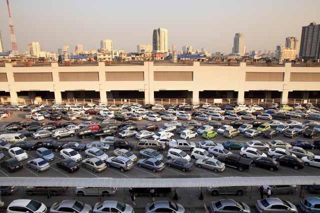 ヴェルファイア 高さ 駐車場 郊外ショッピングセンター